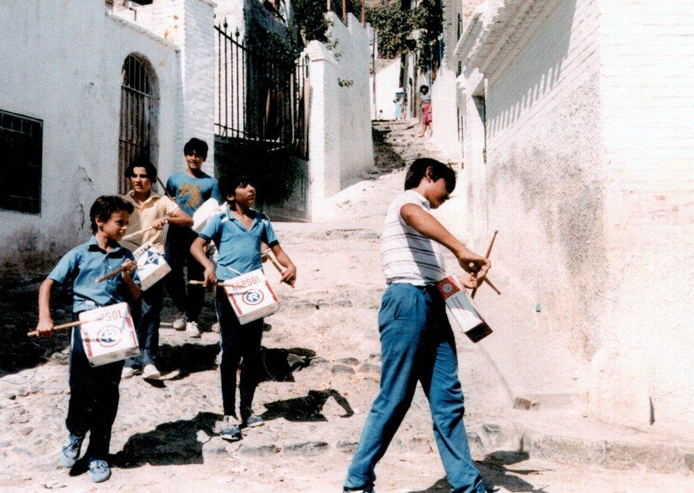 Juan y su banda de tambores.