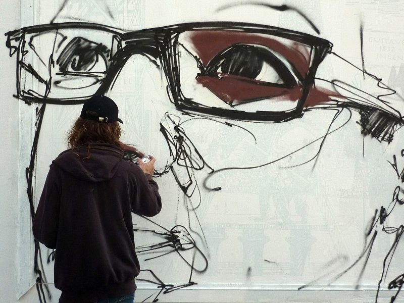 Niño de las Pinturas haciendo el retrato de Majid Hejaj