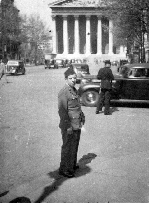 Ramón Gualda, en la glesia de la Madeleine (París-1947)