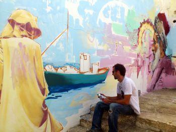 Raúl Ruiz, el Niño de las Pinturas, grafitea las paredes de Assilah (Marruecos) en su Festival de las Artes. Fotos.