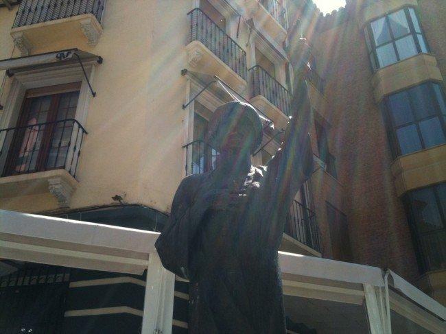 El traductor judío que da la entrada al barrio del Realejo