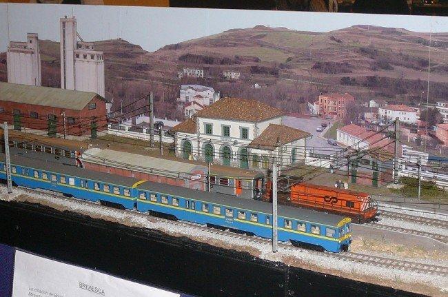Maqueta de trenes y estación