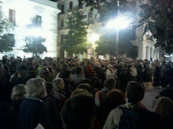 Protesta por el cierre de la biblioteca del Zaidín