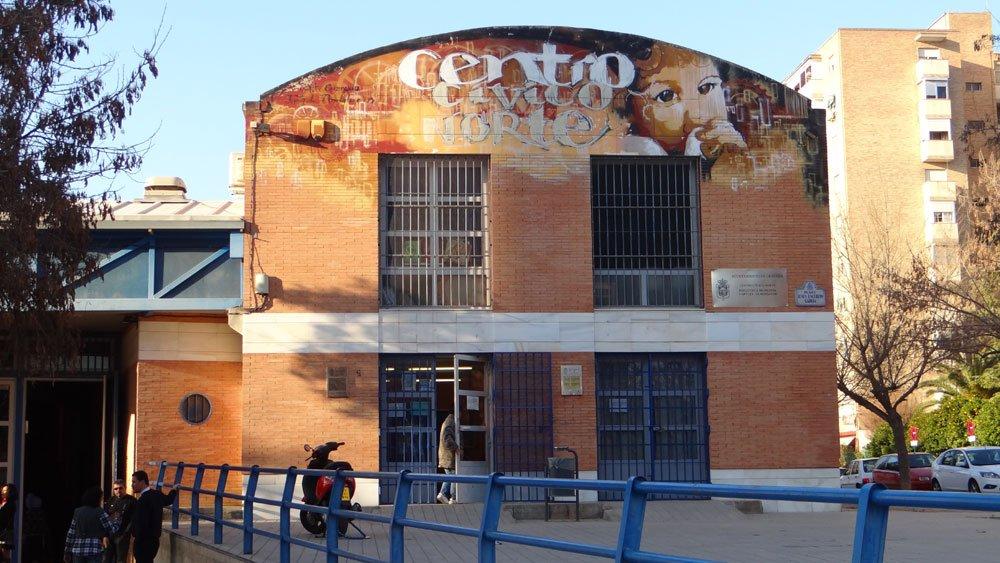 Centro Cívico Norte. Arte urbano Niño de las Pinturas.