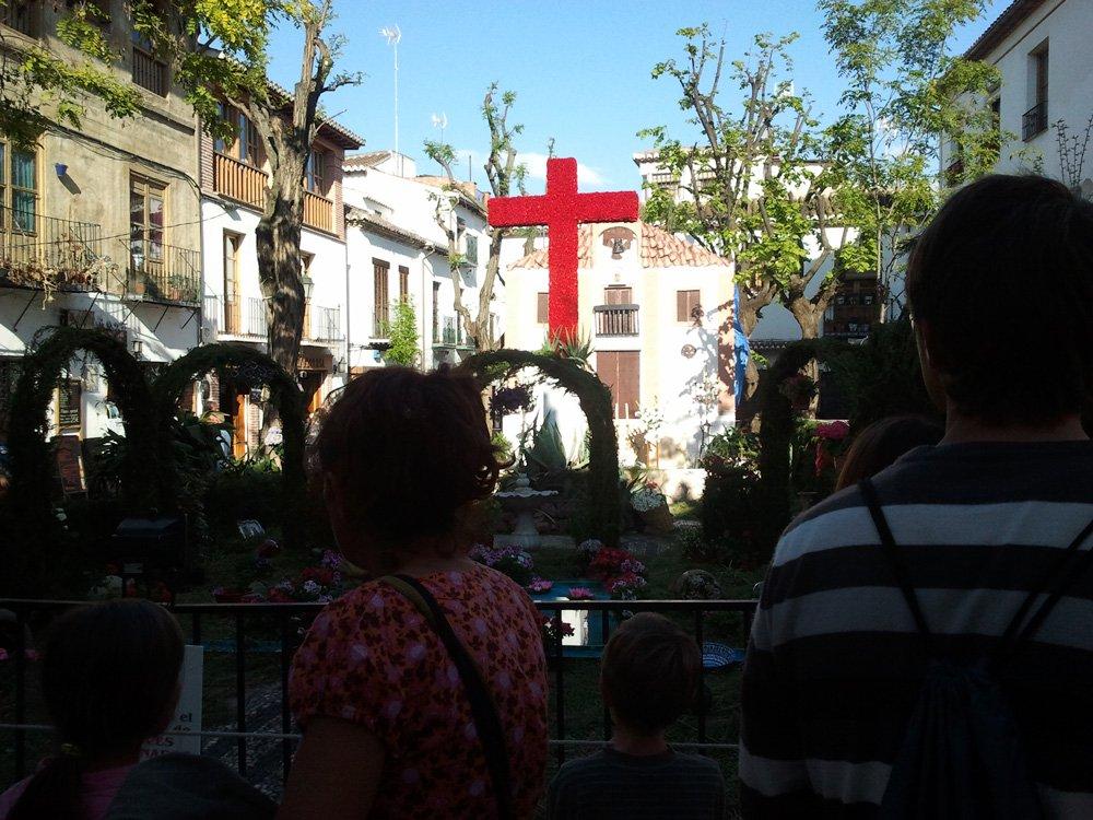 Cruz-plaza-larga-vecinos