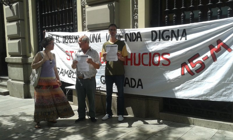 Protesta de Stop Desahucios frente al Santander