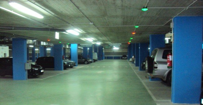 Interior del parking de la Hípica