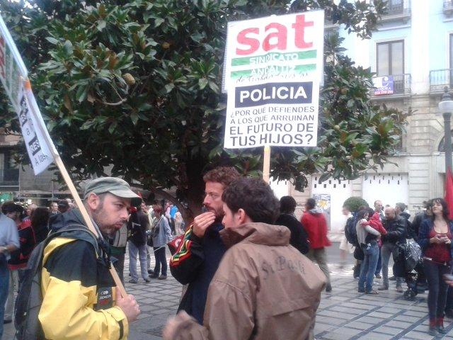 Manifestantes en la plaza del Carmen, antes de iniciar la protesta.