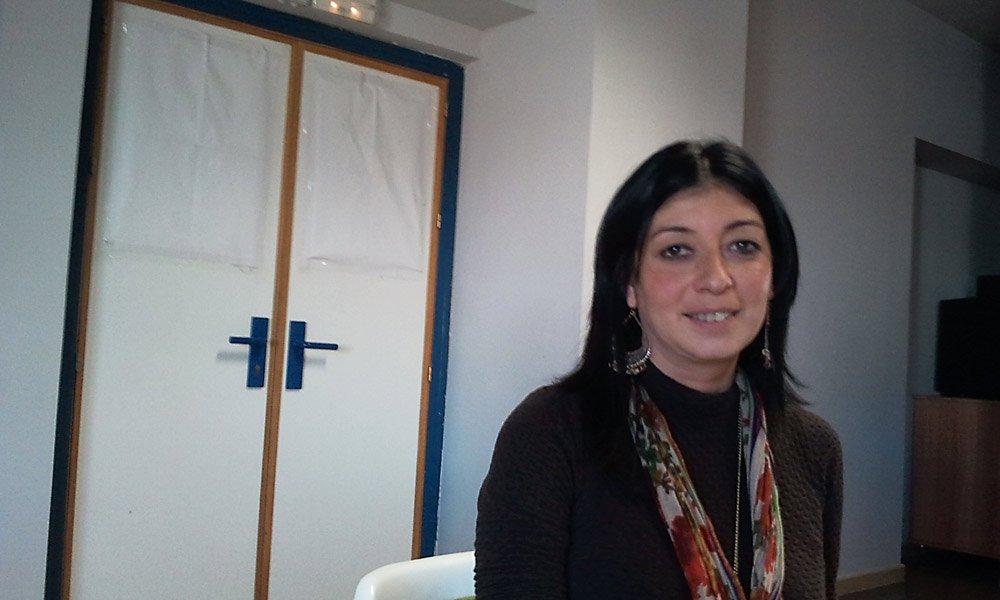 Coincidiendo con el Día del Pueblo Gitano, recuperamos esta entrevista con Paqui Cortés Bermúdez, coordinadora de la Fundación Secretariado Gitano en Granada: gitana, andaluza y licenciada en Derecho.