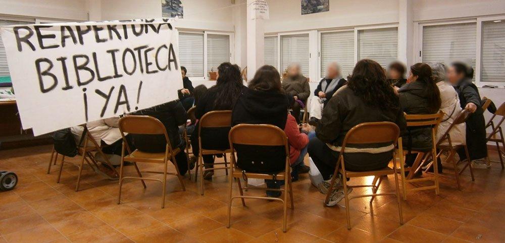 Asamblea en la biblioteca de las Palomas