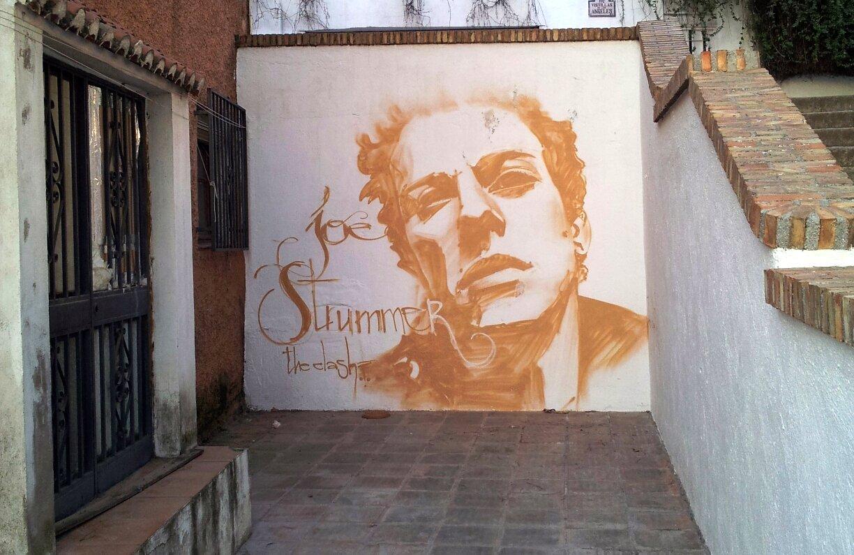 Plaza Joe Strummer, grafiti