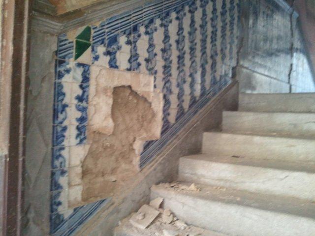 Robo de azulejos en San Juan de Dios