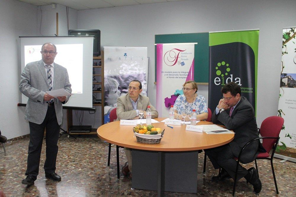 Firma del convenio entre Fundación Sierra Nevada y Obra Social La Caixa