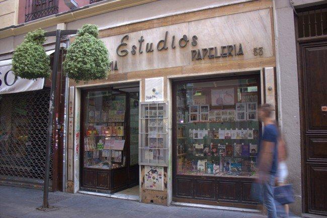 En el número 53 de la calle Mesones econtramos la Librería 'Estudios'.