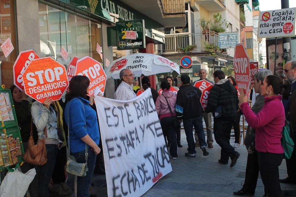Stop desahucios caja rural se niega a negociar for Caja rural granada oficinas