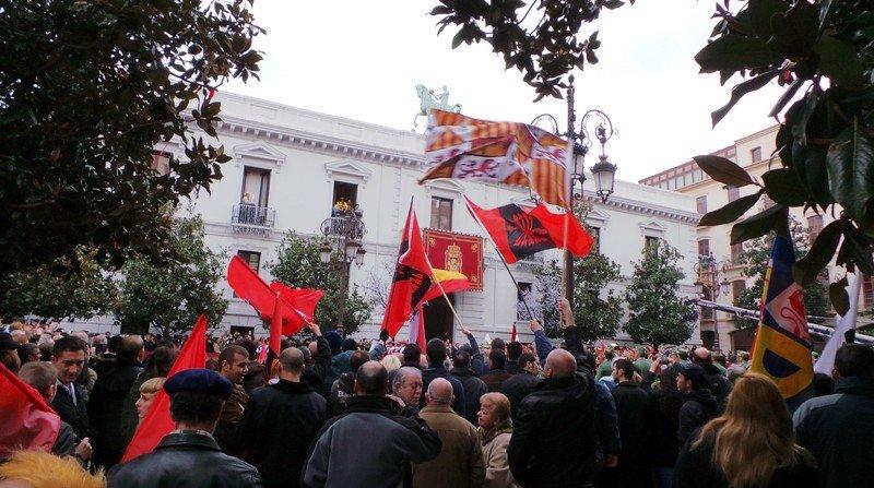 Día de la Toma, Granada, banderas falangistas