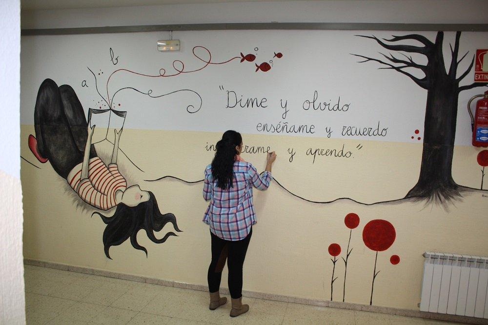 Unidos para dar brillo y color al colegio san juan de dios for Como pintar un mural en una pared