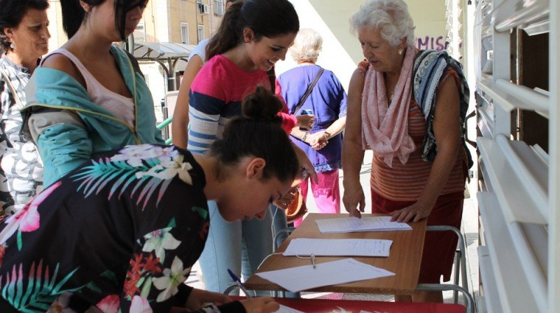 firmas contra las nuevas lineas de autobuses