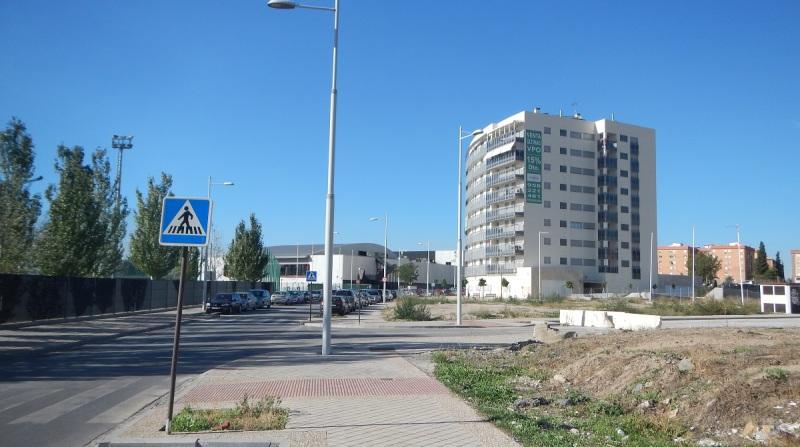 El Ayuntamiento de Granada absorberá la empresa municipal de vivienda y suelo (Emuvyssa) en enero de 2015, a pesar de que seguía dando dividendos. La oposición en bloque critica la decisión y teme por el futuro de Santa Adela.