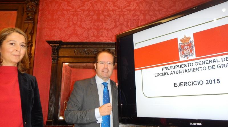 El Ayuntamiento de Granada presenta los presupuestos de 2015, que contemplan 800.000 euros para retomar la reforma integral de Santa Adela y 300.000 euros para los barrios en un año marcado por las elecciones municipales.