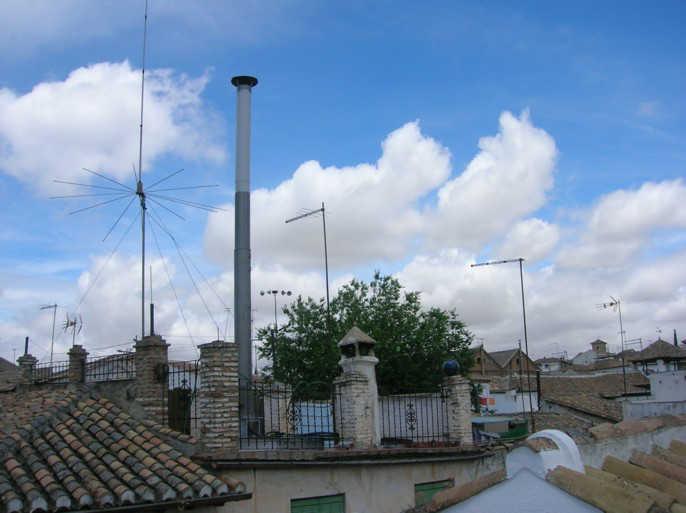 Ocho a os con una antena ilegal de telef nica en el albaic n for Antenas parabolicas en granada