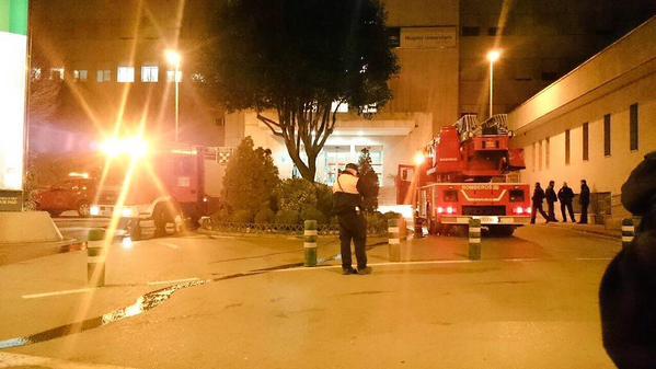 Los bomberos en el Hospital Clínico, en una imagen del equipo de voluntarios digitales en emergencias de Andalucía