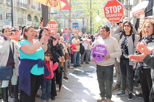 Protesta frente a la sucursal de Santander en Gran Vía
