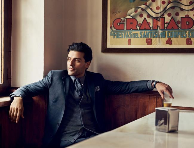 Oscar Isaac, en la barra del Candela. Foto: GQ