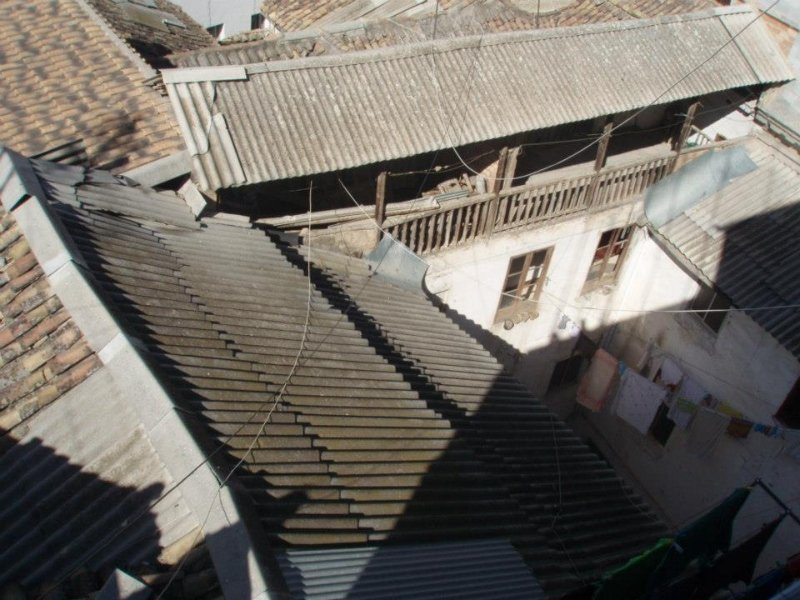 Una panorámica del tendedero situado en el edificio del fondo de la Casa Cuna.