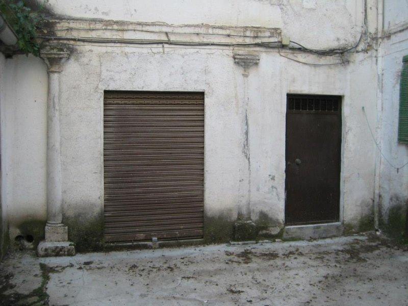 Con la obra se han recuperado las dos columnas que en la foto aparecen empotradas.