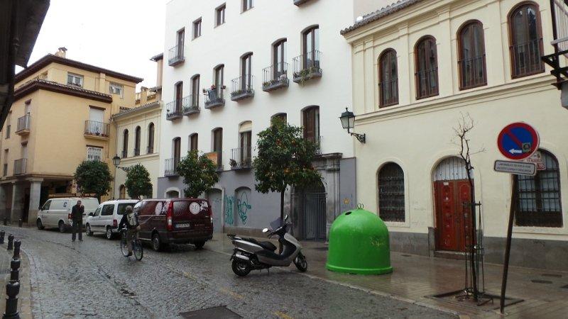 Fachada principal de la Casa Cuna en la calle Elvira.