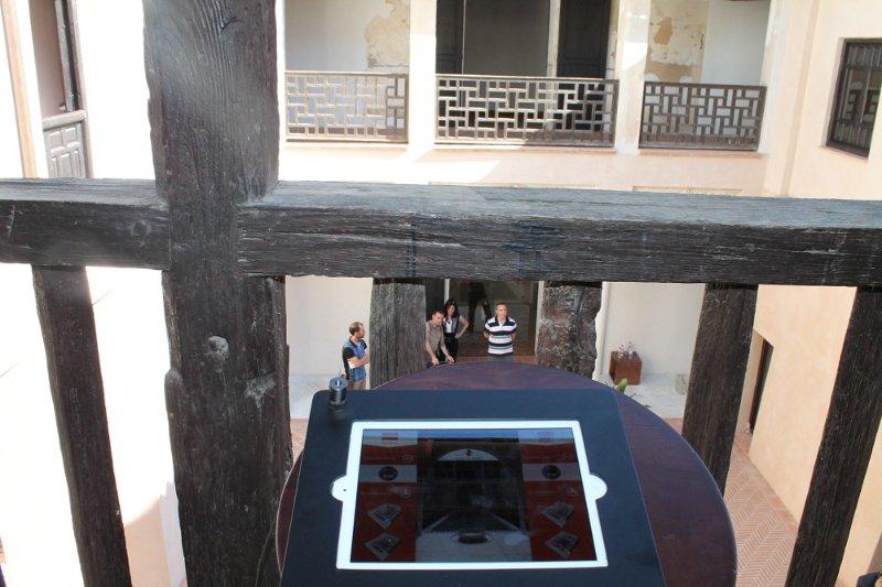 Una de las pantallas instaladas en el recorrido de la Casa de Zafra