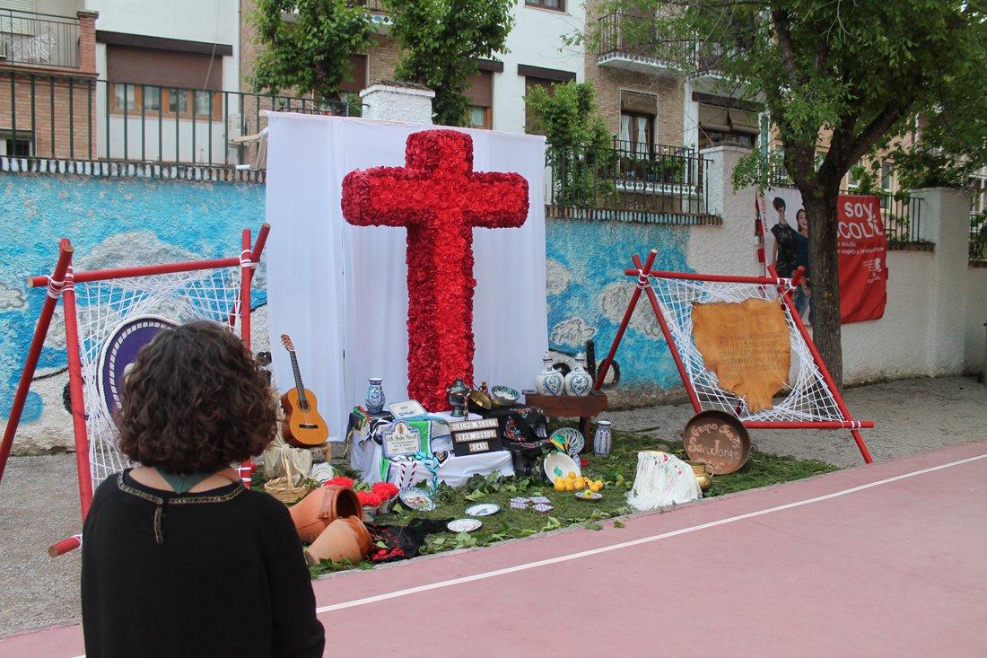 Cruz en el colegio José Hurtado.