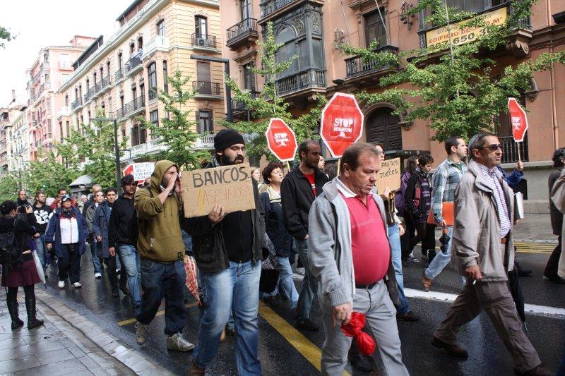 Los manifestantes cortan la Gran Vía