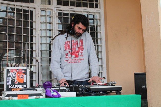 DJ 13 ALC puso ritmo a los talleres reivindicativos