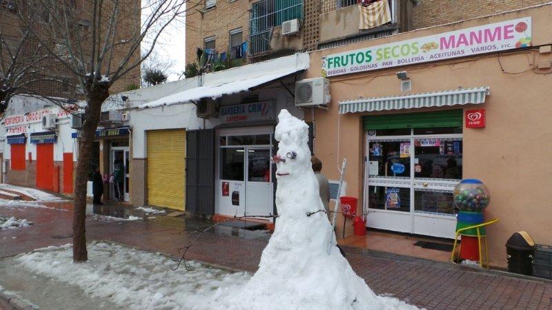 Muñeco de nieve en calle Henriquez de Jorquera, Cartuja