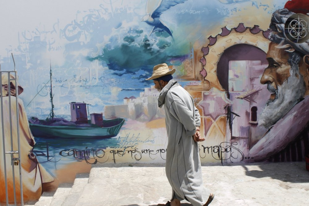 Grafiti del Niño de las Pinturas en Assilah, Marruecos