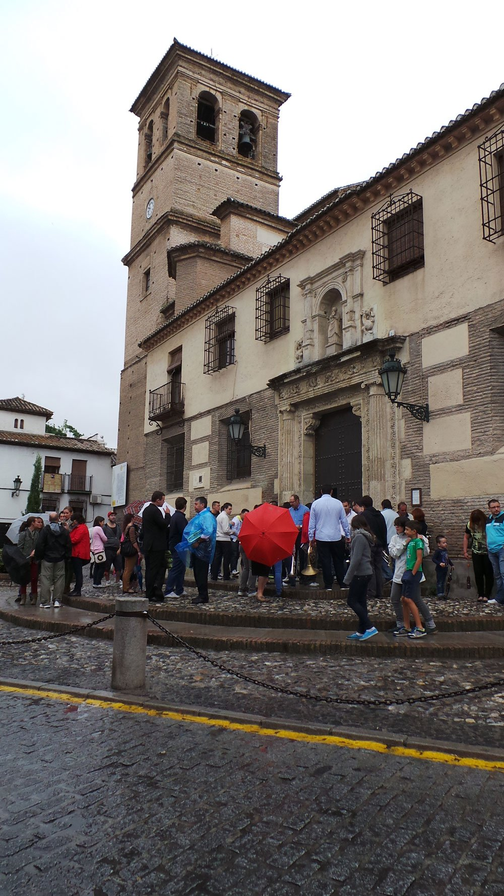 Imagen a la entrada de la Iglesia del Salvador