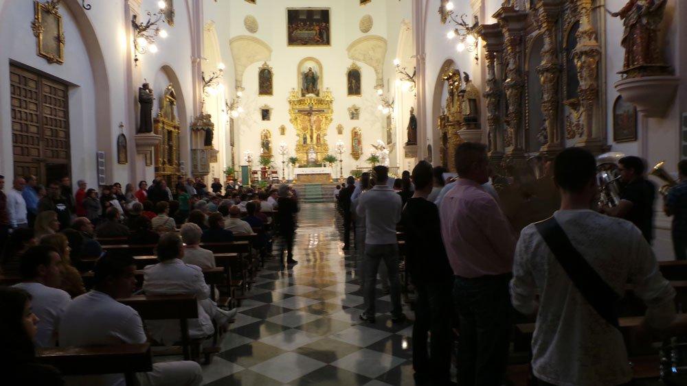 Los albaicineros llenaron la iglesia