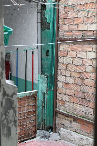 Algunos vecinos han privatizado parte de los patios comunitarios