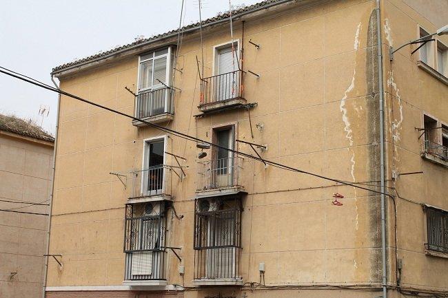 La humedad es visible en los edificios