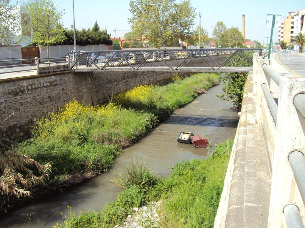 Muebles en el río Monachil