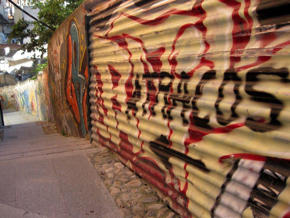 Pintada aviso de atraco en Albaicín