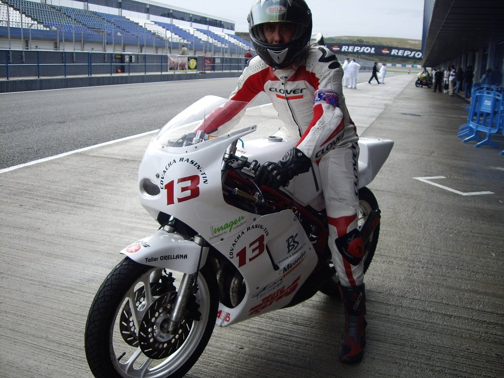 Fernando García Torrecillas, peluquero y motociclista