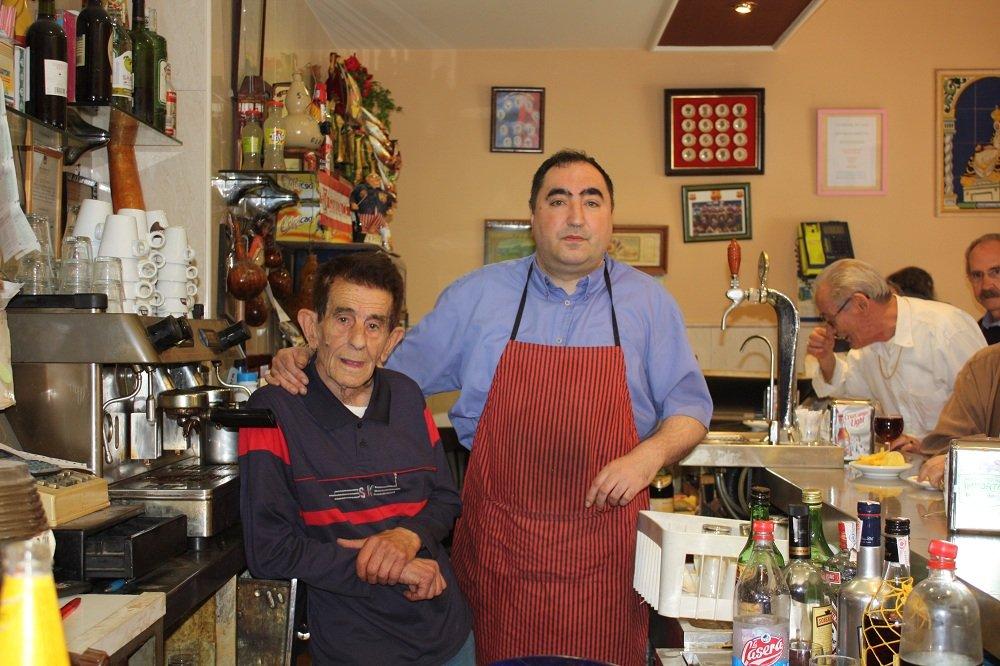 Diego Díaz Fernández y Diego Antonio Sánchez Díaz, propietarios del bar Chana