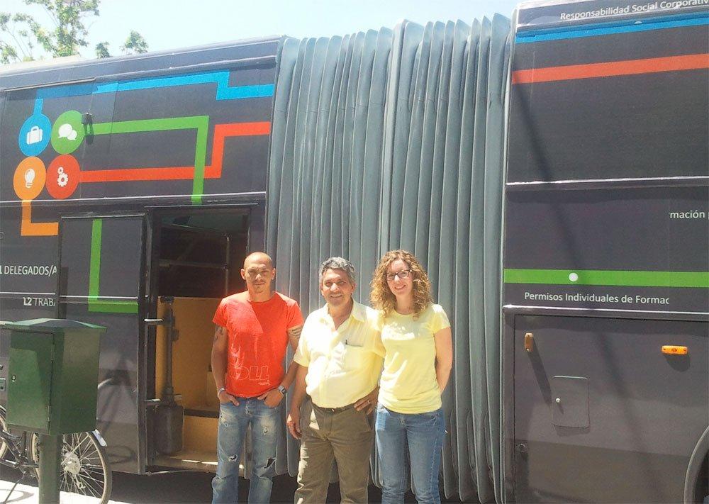 El aulabús de UGT, en Joaquina Eguaras