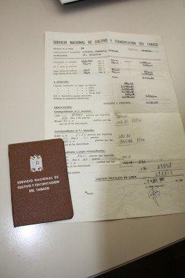 Documentos de un trabajador de la Fábrica de Tabaco de Bobadilla