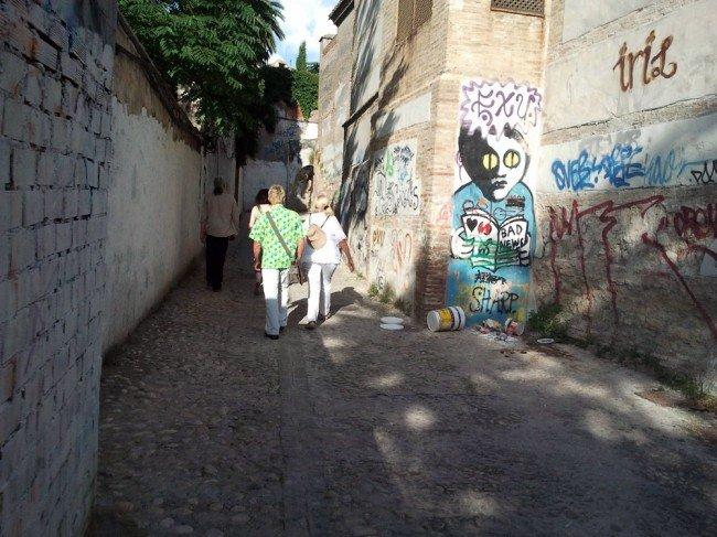 Garfiti en los muros del Palacio de Dar al-Horra