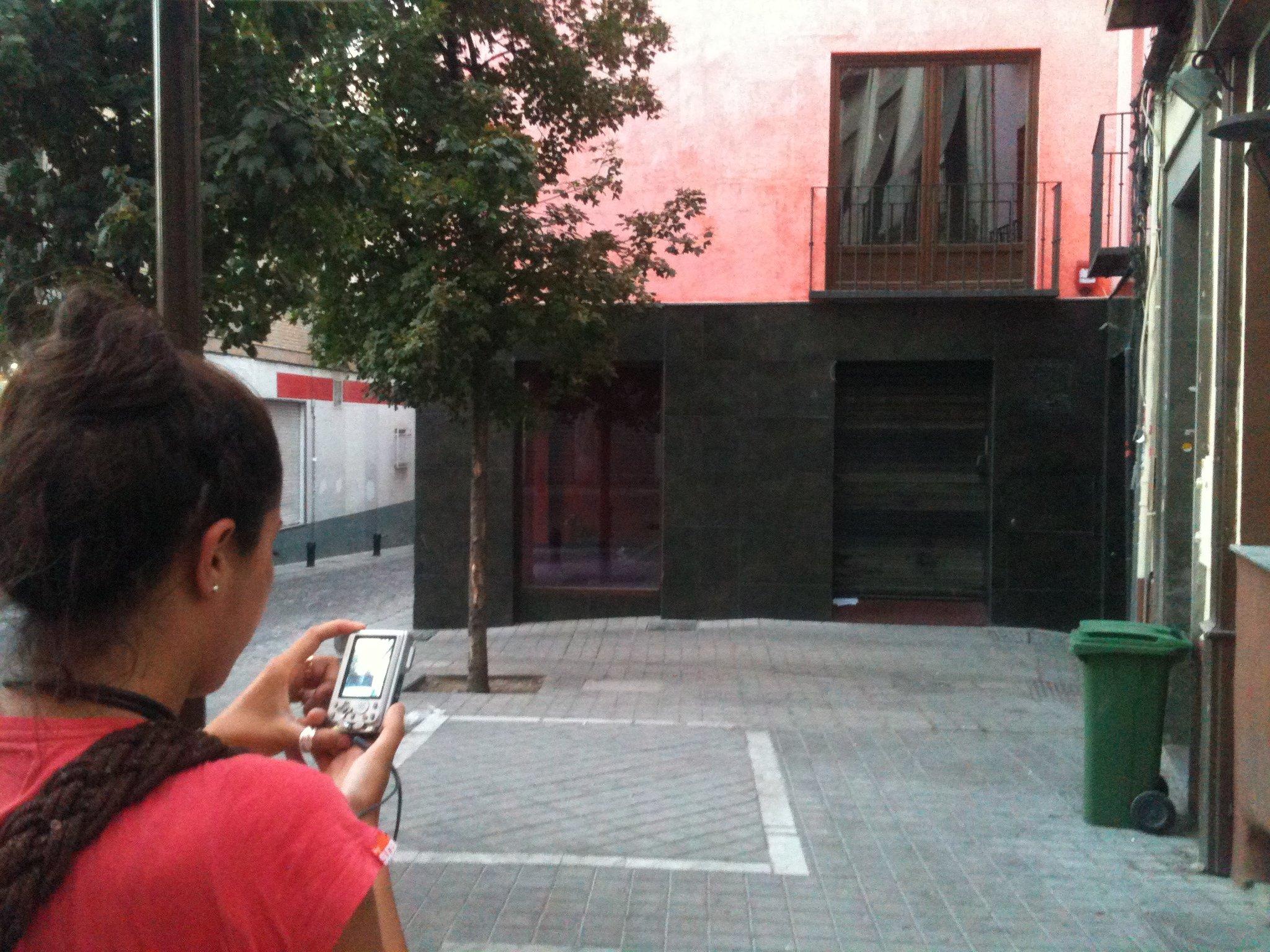 Puertas que se cierran granadaimedia for Puertas que se cierran solas