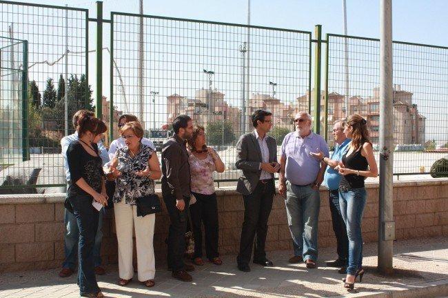 Paco Cuenca visita el polideportivo del Cerrillo de Maracena